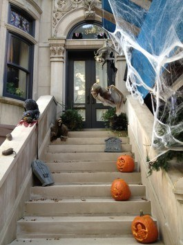 New York Front Door Halloween in CityKinder German Blog CityErleben