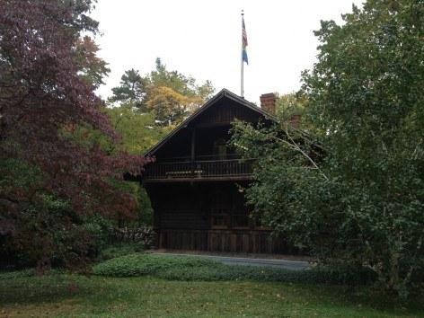 Swedish Cottage Marionette Theater in Central Park New York in CityKinder German Blog CityErleben